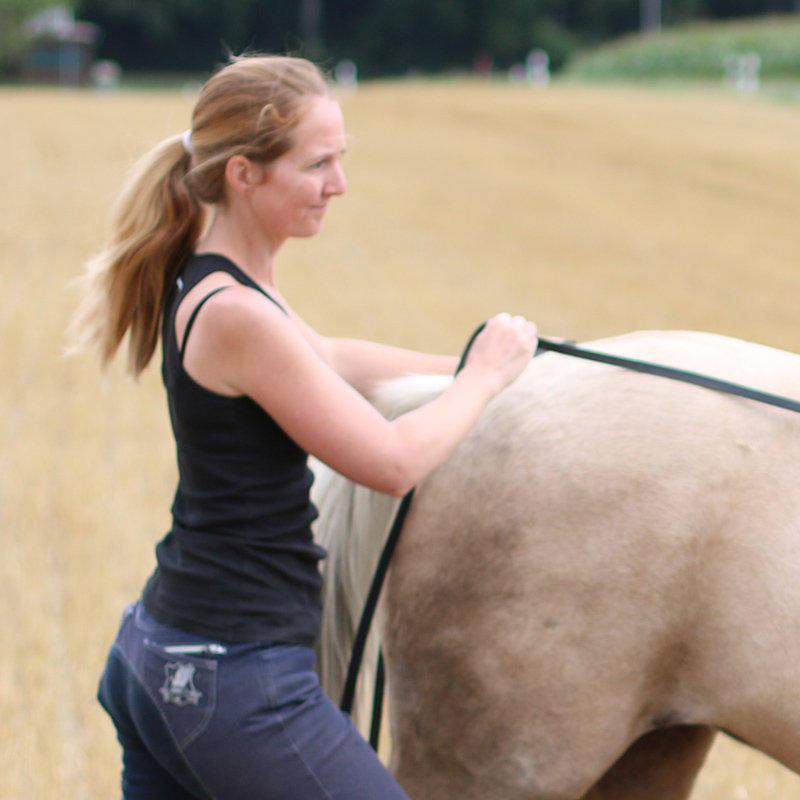 Corinne mit Pony Yvonne am Langen Zügel
