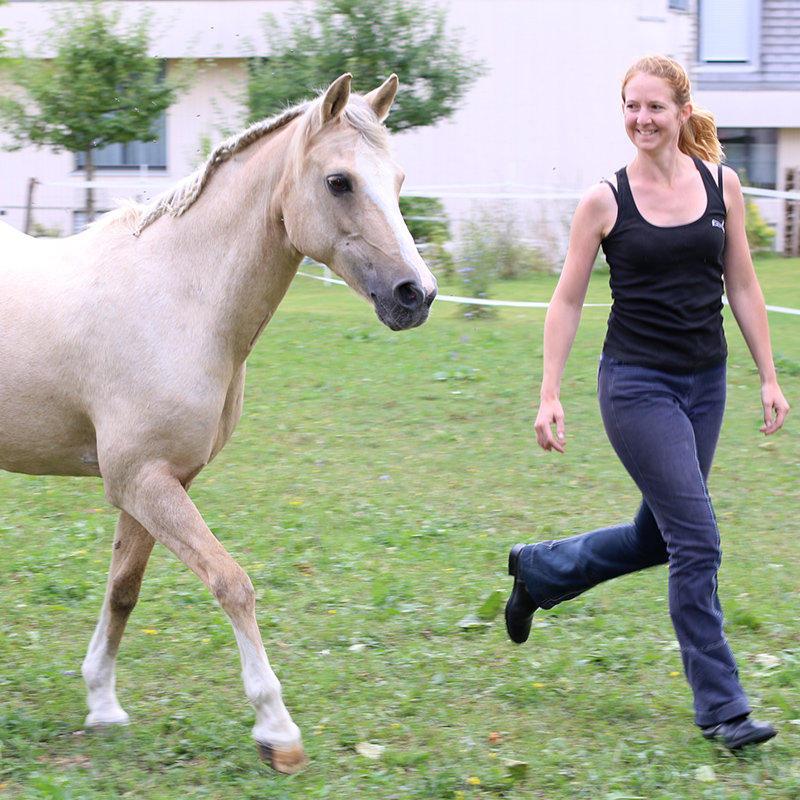 Corinne mit Pony Yvonne
